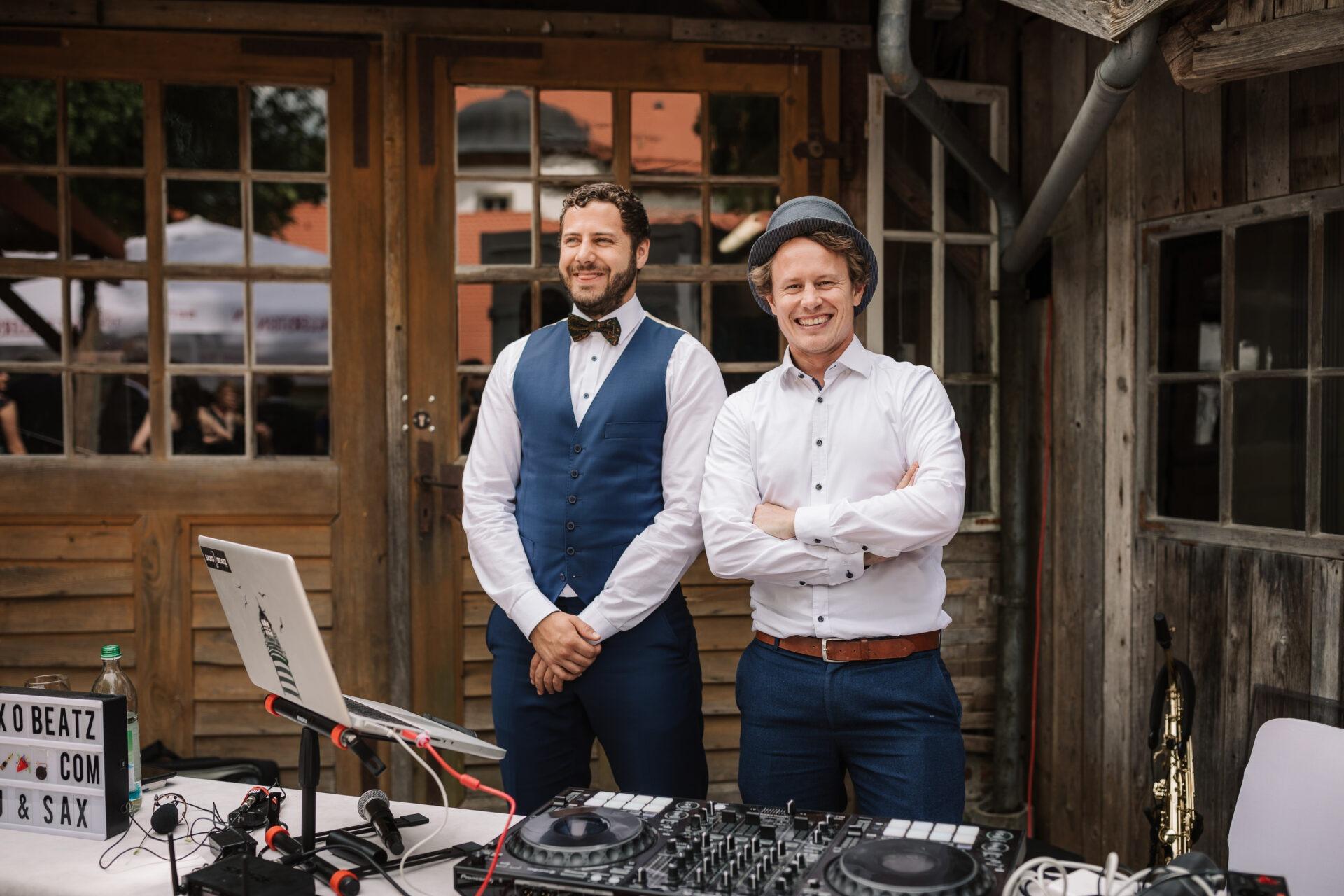 DJ Jörn Gropp und Saxophonist Adrian Planitz auf einer Hochzeit beim Empfang